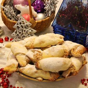 Рогалики с орехами к новогоднему столу