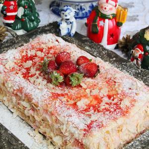 Клубничный новогодний десерт