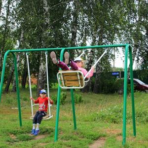 На детской площадке в нашей деревне