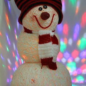 Снеговик я не холодный! Я из ниток, но довольный!