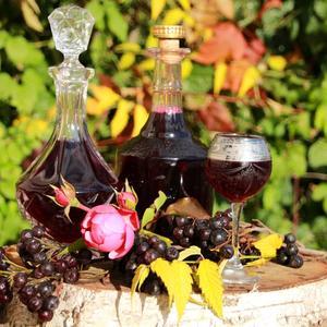 Ликёр из черноплодной рябины с вишнёвым листом