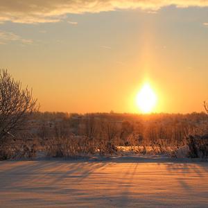 Загорелось свечой зимнее солнце...