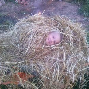 Кого-то находят в капусте, ну, а мы своего сынка нашли в соломе))))