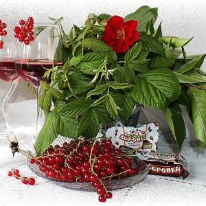 Красно-смородиновый ликерчик с ароматом вишни