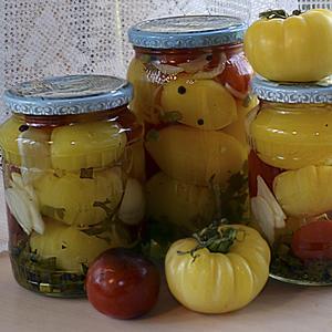 Белые и красные люблю я помидорки… Но я не только есть люблю, я их в баночках солю…