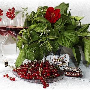Красно-смородиновый ликер с ароматом вишни