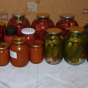 Разнообразные заготовки позволяют зимой насладиться летним вкусом и ароматом...