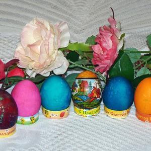В Пасхальные дни, глядя ближним в лицо,  при встрече пасхальное дарят яйцо...