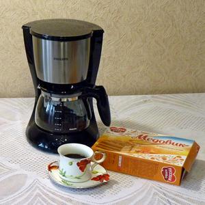 Наслаждаемся по утрам ароматным кофе с кофеваркой Philips HD7457...