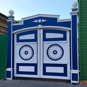 А в Казани и ворота с глазами!!!