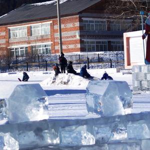 Ограждение изо льда.