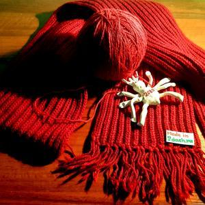 Сибирь сказала - сделать надо Еще прядущих пауков ! Видать, замёрзла, бедолага,  Она... без шапок и шарфов...=))