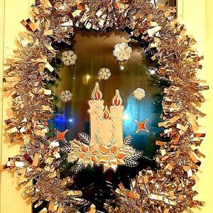Даже чердачное окно готово встретить Рождество :)