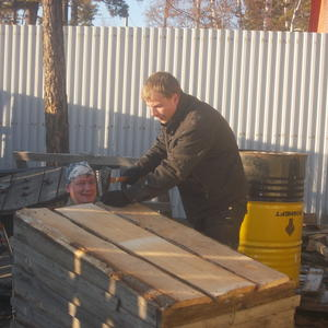Братья строят дом..... для охранницы огорода