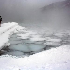 Ангара пытается замёрзнуть в своём истоке