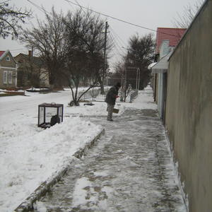 Снежок убираем