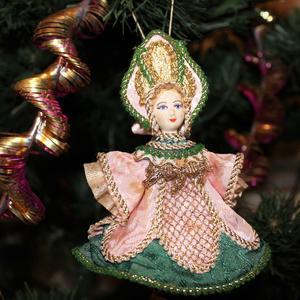 Царевна. Изготовлена в костюмерной мастерской Мариинского театра (80-90 г.г.). Золотое шитье по шелку, кружева