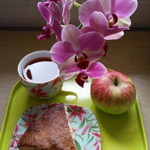 Время для шарлотки, яблок и орхидей