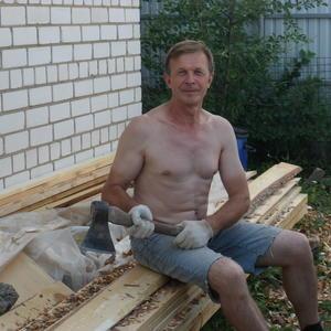 А вот и плотницкий топор (достался по наследству), который старше меня и может даже сам строгать и рубить...