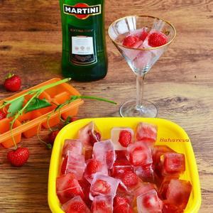 Замораживаем ремонтантную клубнику и... наслаждаемся волшебным напитком в Новогоднюю ночь (и не только)