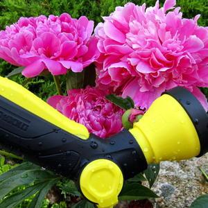 Kärcher-пистолет спасает цветы от засушливых бед