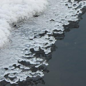 Ледяное кружево родника