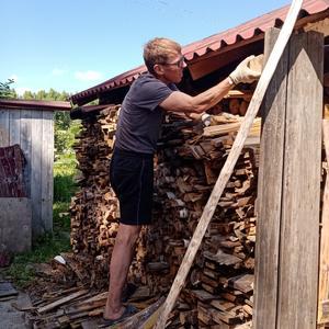 Разобрали старую баню, получилось море дров