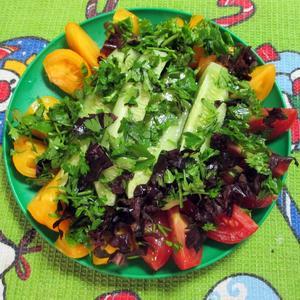 Салат из желтых помидоров
