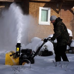 Снегоуборщик - помощник