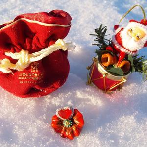 А мне Дед Мороз уже подарочек принёс...