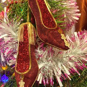 Чисто женское украшение на новогоднюю ёлочку.....