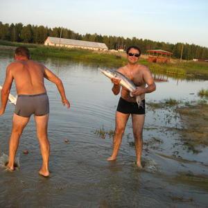 Вот это рыбалка! Крепче удачу держи, рыбак!