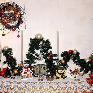 Гирлянда из старой новогодней ёлки и веночек из веточек и шишек