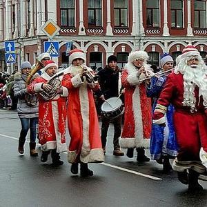 Оркестр Дедов Морозов на параде