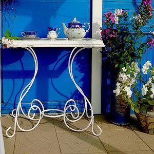 Столик для чая на даче