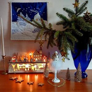Новогодний букет: лапы ели и шишки...