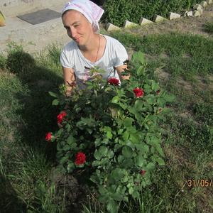У меня каждый выходной цветы - розы, и не надо мне их дарить))))