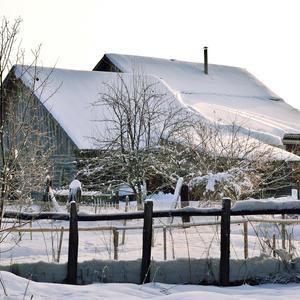 """""""Снегами, словно белым кулачком, домишки деревенька подпирает"""""""