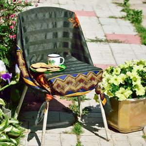 Креативная идея обновления старого стула