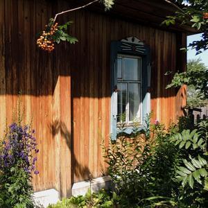 Домик окнами в сад