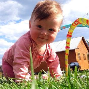 Малышка Поли рада солнышку ☀️