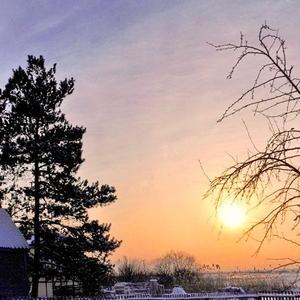 Запуталось солнце в ветвях, оттягивая час расставанья...