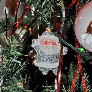 Маленький-удаленький Дед Мороз Новый год нам принёс!
