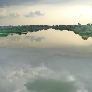 В речке плавают облака....