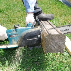 И дрова попилит, и по стройке поможет