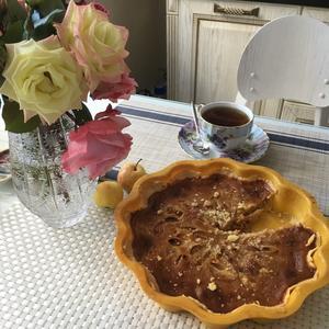 Яблочный пирог с карамельно-сливочной заливкой