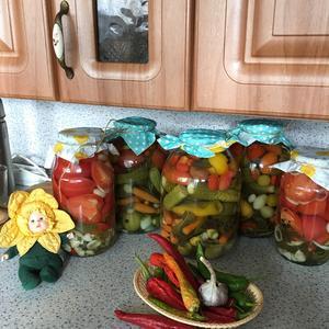 """Огород в банке и томаты """"Четыре дольки"""""""