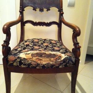 Старинное кресло из массива орех до реставрации