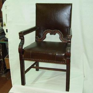 Старинное кресло после реставрации