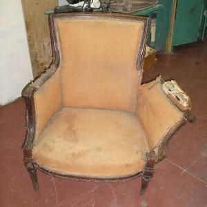 Старинное каминное кресло до реставрации